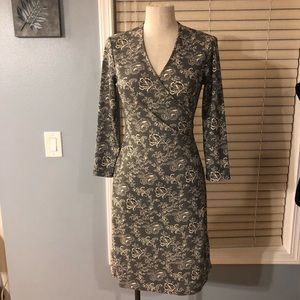 Jones New York gray and cream wrap dress. Sz Small